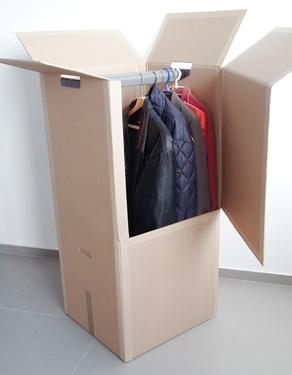 akasztós ruhás doboz